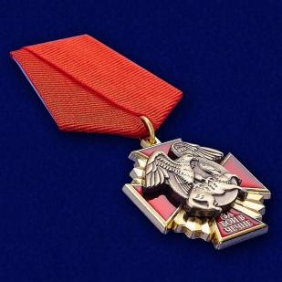 """Медаль за бои в Чечне"""" в наградном футляре с покрытием из бархатистого флока - общий вид"""