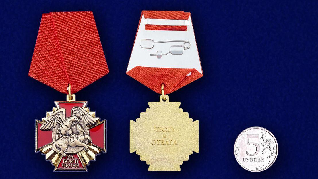 """Медаль за бои в Чечне"""" в наградном футляре с покрытием из бархатистого флока - сравнительный вид"""