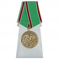 Медаль За Чеченскую кампанию на подставке