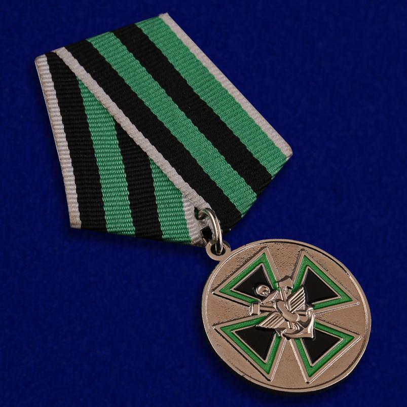 """Медаль """"За доблесть"""" ФСЖВ в бархатистом футляре из флока с прозрачной крышкой - общий вид"""