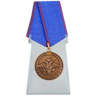 Медаль За доблесть в службе МВД на подставке