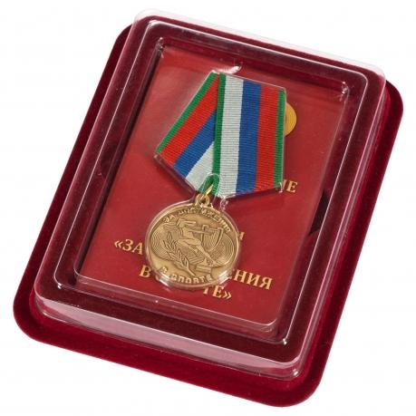 """Медаль """"За достижения в спорте"""" в солидном наградном футляре"""