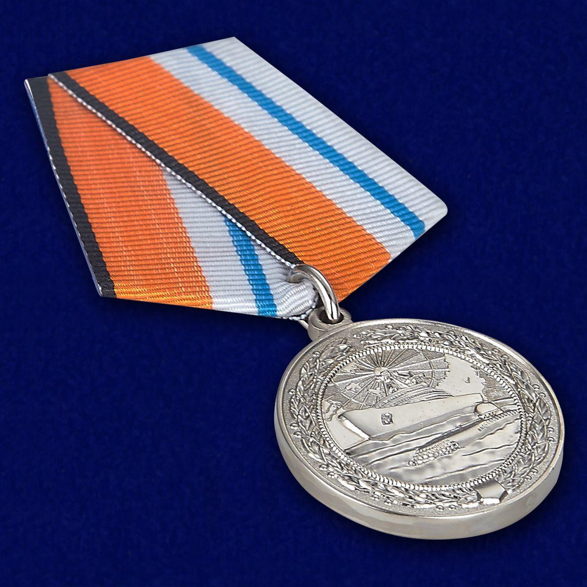 """Медаль """"За морские заслуги в Арктике"""" - вид под углом"""