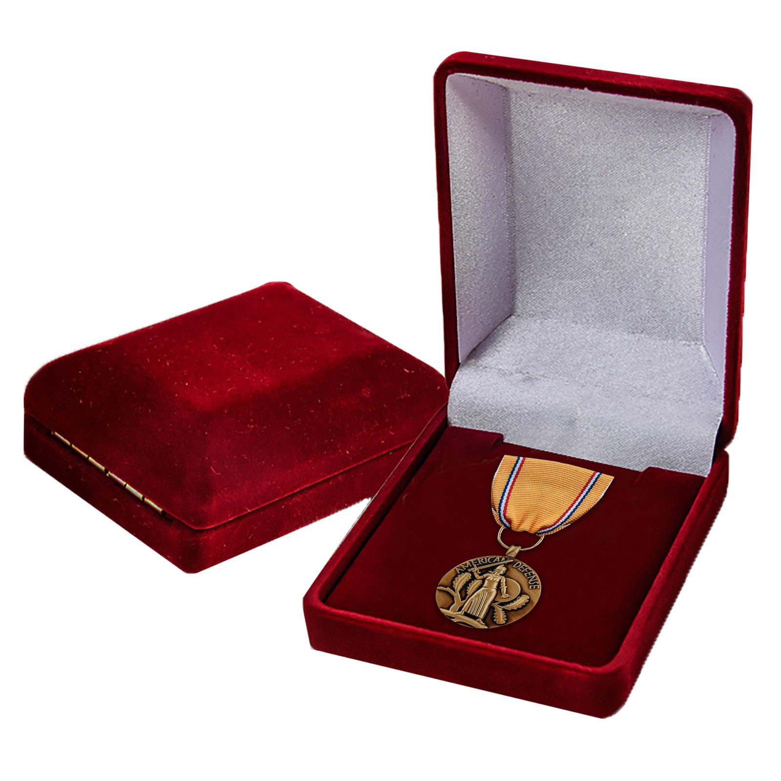 "Медаль ""За оборону Америки"" в бархатистом футляре"