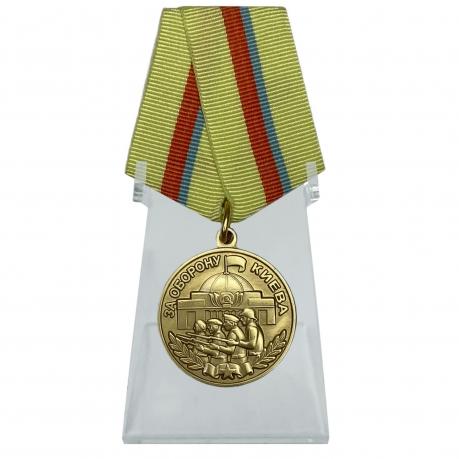 Медаль За оборону Киева на подставке