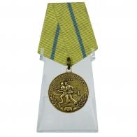 Медаль За оборону Одессы на подставке