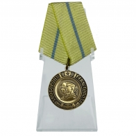 Медаль За оборону Севастополя на подставке