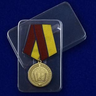 Медаль За особые достижения в учебе - в пластиковом футляре