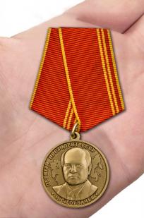 Медаль За особые заслуги Президент СССР Горбачев М.С. - вид на ладони
