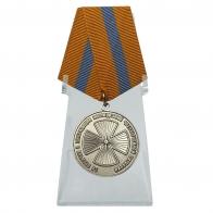 Медаль За отличие в ликвидации последствий ЧС на подставке