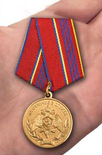 Медаль За отличие в службе 3 степени Росгвардии - вид на ладони