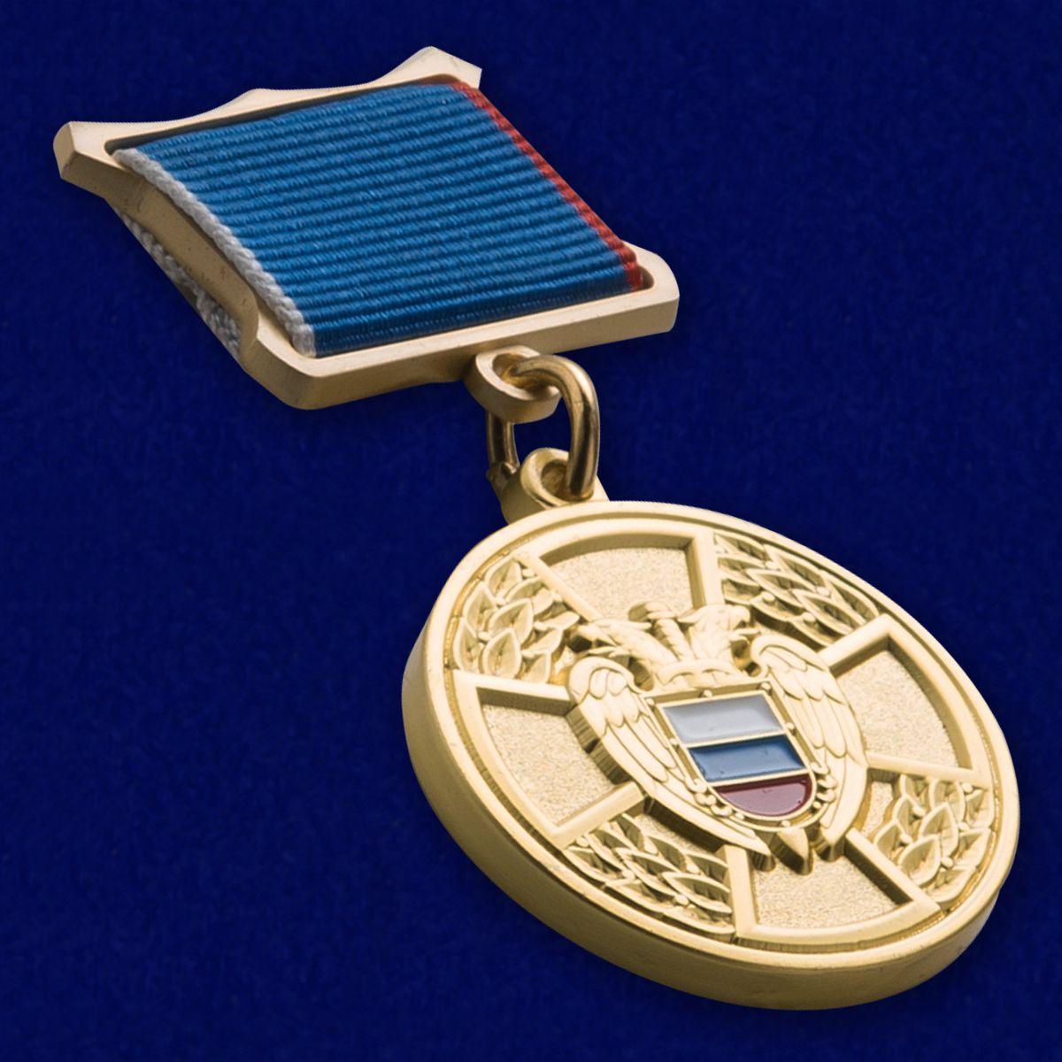 Медаль ФСО РФ За отличие в труде в бархатном футляре - Общий вид
