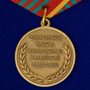 """Медаль """"За отличие в военной службе"""" (ФСБ) III степени-оборотная сторона"""