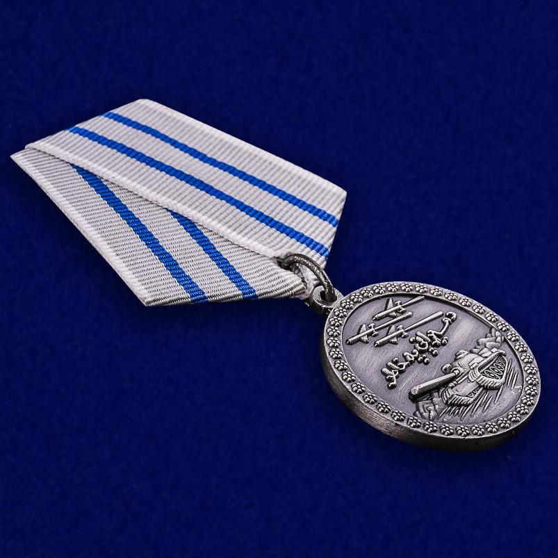 Медаль За отвагу Афганистан в темно-бордовом футляре из флока - общий вид