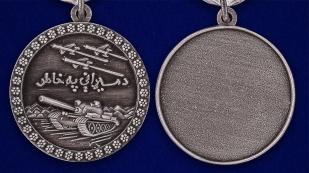 Медаль За отвагу Афганистан в темно-бордовом футляре из флока - аверс и реверс