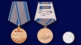 Медаль За отвагу и мужество - сравнительный размер
