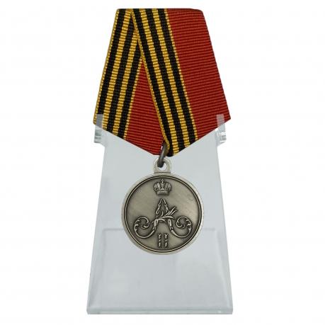 Медаль За покорение Чечни и Дагестана на подставке