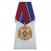 Медаль За проявленную доблесть 1 степени на подставке