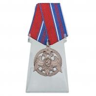 Медаль За проявленную доблесть 2 степени на подставке