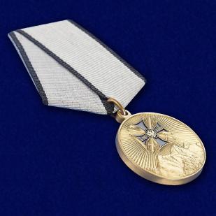 """Медаль """"За службу на Северном Кавказе"""" в футляре из бордового флока - общий вид"""