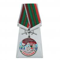 """Медаль """"За службу в 26 Одесском пограничном отряде"""" с мечами на подставке"""