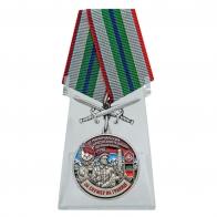 Медаль За службу в 30 Маканчинском пограничном отряде с мечами на подставке