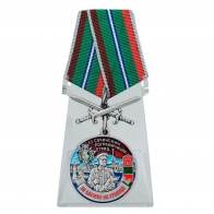 Медаль За службу в 33 Сочинском пограничном отряде с мечами на подставке
