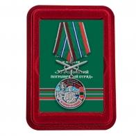 Медаль За службу в 33 Сочинском погранотряде с мечами в футляре из флока