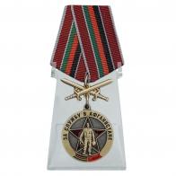 Медаль За службу в Афганистане с мечами на подставке