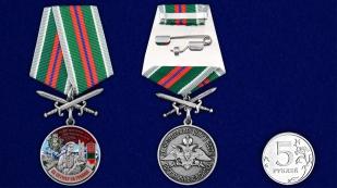 """Медаль """"За службу в Аргунском пограничном отряде"""" - сравнительный размер"""