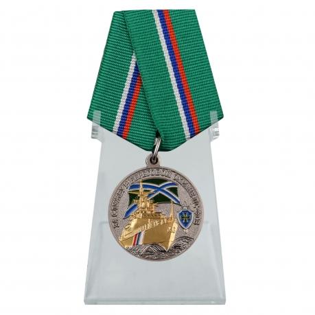 Медаль За службу в береговой охране на подставке