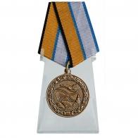 Медаль За службу в морской авиации на подставке