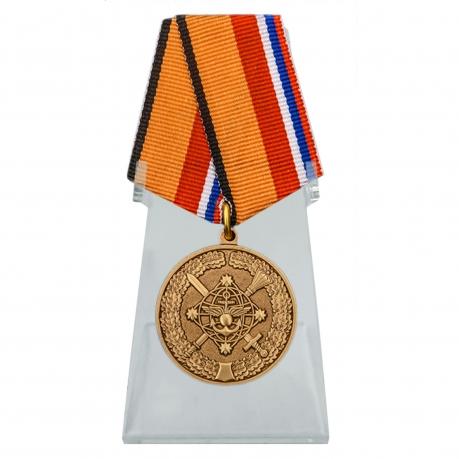 Медаль За службу в Национальном центре управления обороной РФ на подставке