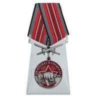Медаль За службу в Спецназе с мечами на подставке