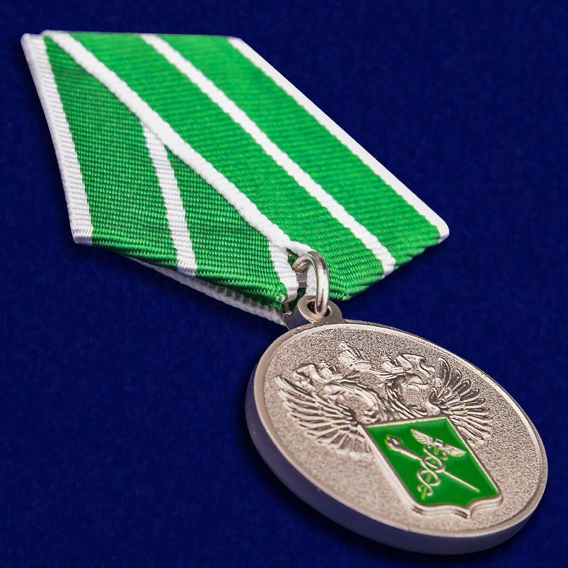 """Медаль """"За службу в таможенных органах"""" 1 степени вид под углом"""