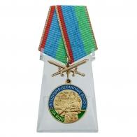 Медаль За службу в ВДВ с мечами на подставке
