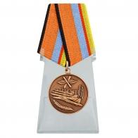 Медаль За службу в Военно-воздушных силах на подставке