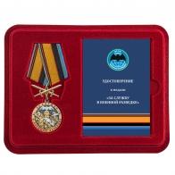 Медаль За службу в Военной разведке с мечами в футляре с удостоверением