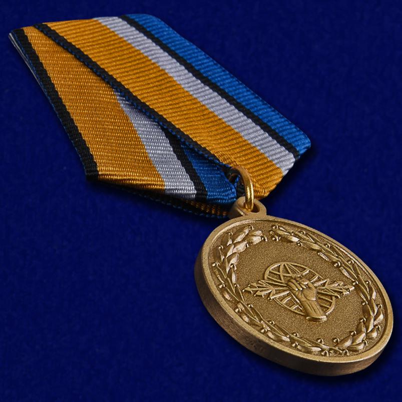 Медаль За службу в войсках РЭБ в футляре с удостоверением - общий вид