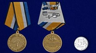Медаль За службу в войсках РЭБ в футляре с удостоверением - сравнительный вид