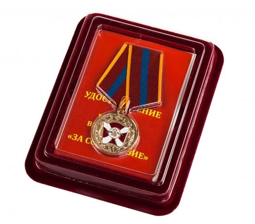 """Медаль """"За содействие"""" ВВ МВД РФ в бархатистом футляре из флока"""