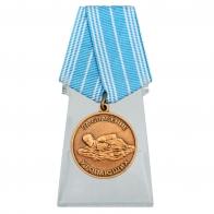 Медаль За спасение утопающих на подставке
