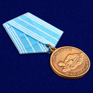 Медаль За спасение утопающих в футляре с удостоверением - общий вид