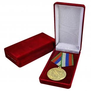 """Медаль """"За спортивные достижения"""" в наградном футляре"""