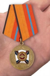 Медаль «За трудовую доблесть» МО - вид на ладони