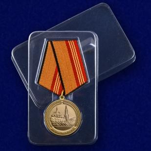 Медаль За участие в параде в День Победы на подставке - в футляре