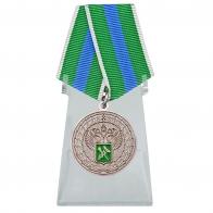 Медаль За укрепление таможенного содружества на подставке