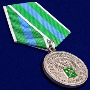 """Медаль """"За укрепление таможенного содружества"""" в футляре из флока - общий вид"""
