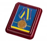 """Медаль """"За укрепление уголовно-исполнительной системы"""" 1 степени Минюст РФ в бархатистом футляре из флока"""