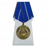Медаль За усердие МЧС России на подставке